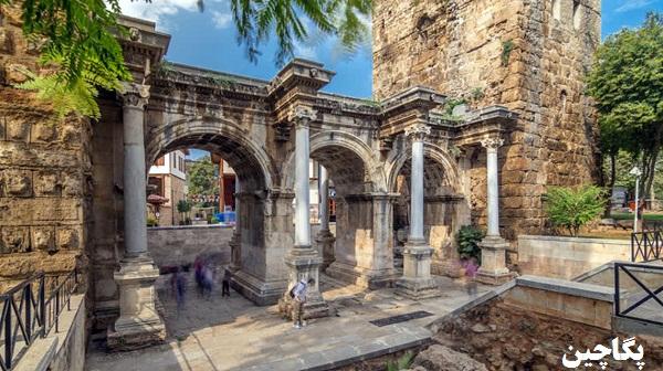 دروازه هادریانوس