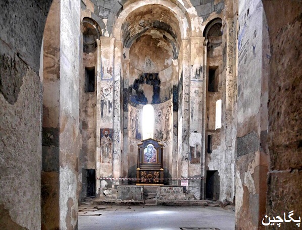 داخل کلیسای صلیب مقدس