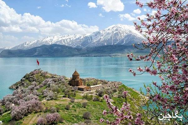 نمای دریاچه وان