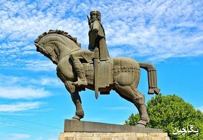 مجسمه پادشاه وختاین