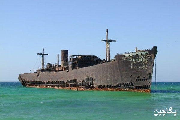 نمایی از کشتی یونانی در روز