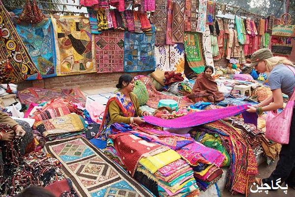 بازار دیلی هات یکی از بهترین مکانها برای خرید سوغاتی و صنایع دستی رنگارنگ
